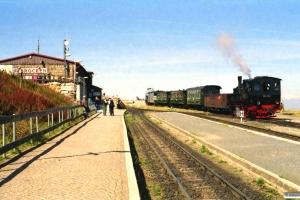 HSB 99 5902 med Tog 8992. Brocken 13.09.2002.