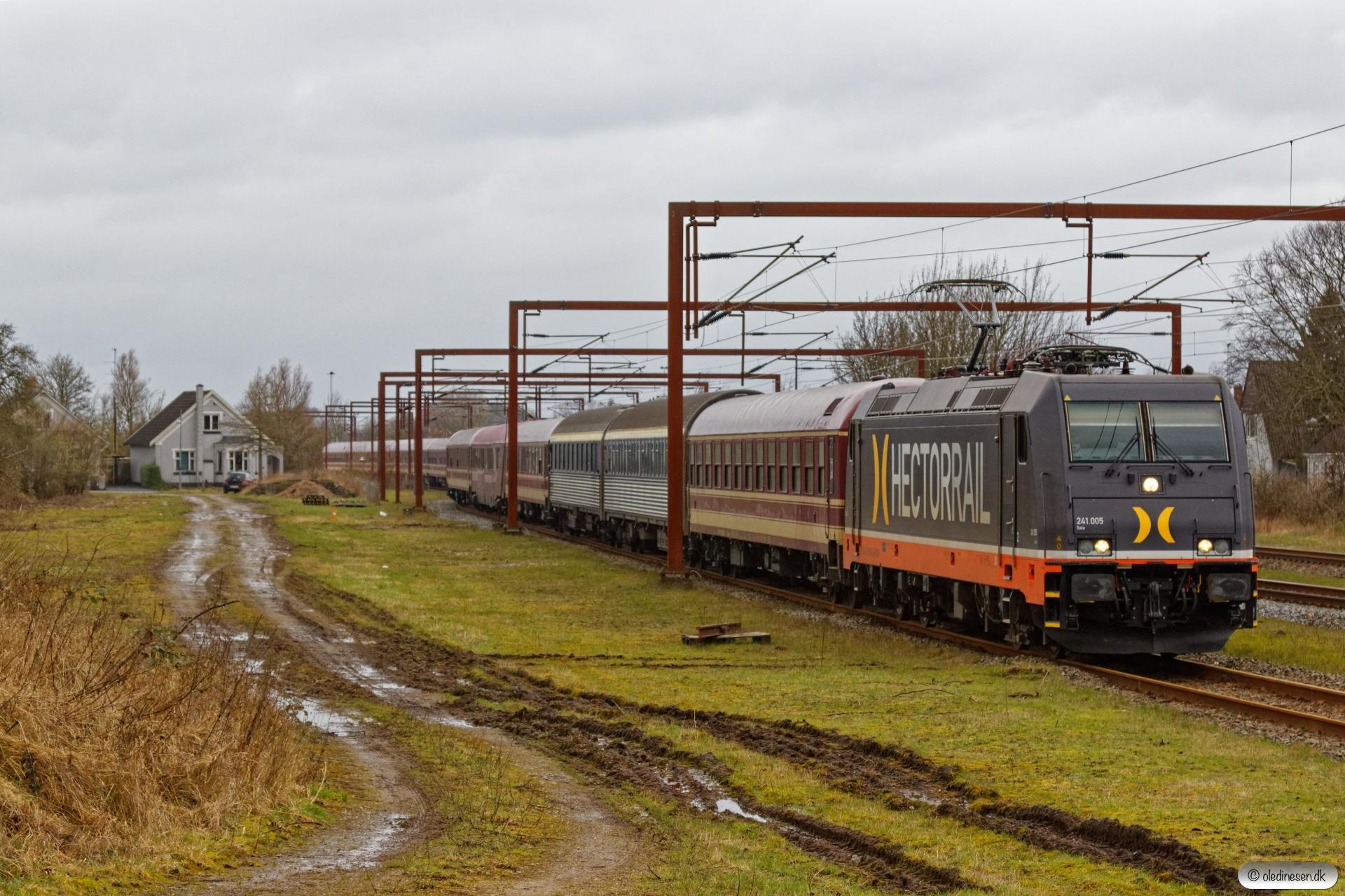 HCTOR 241.005+16 personvogne som HV 41332 Pa-Stp. Kauslunde 01.03.2020.