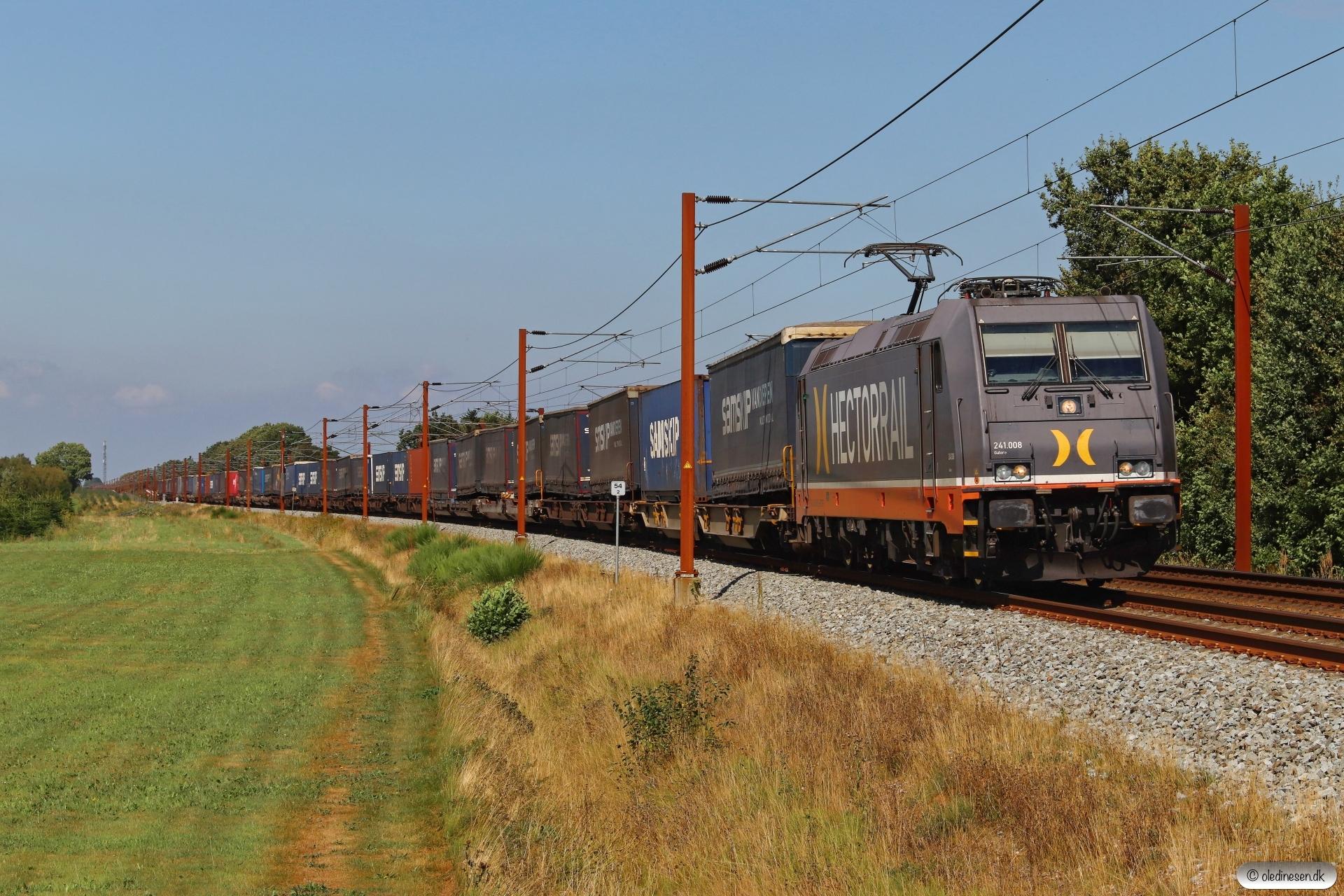 HCTOR 241.008 med HS 41043 Mgb-Pa. Km 54,2 Fa (Sommersted-Vojens) 21.08.2020.