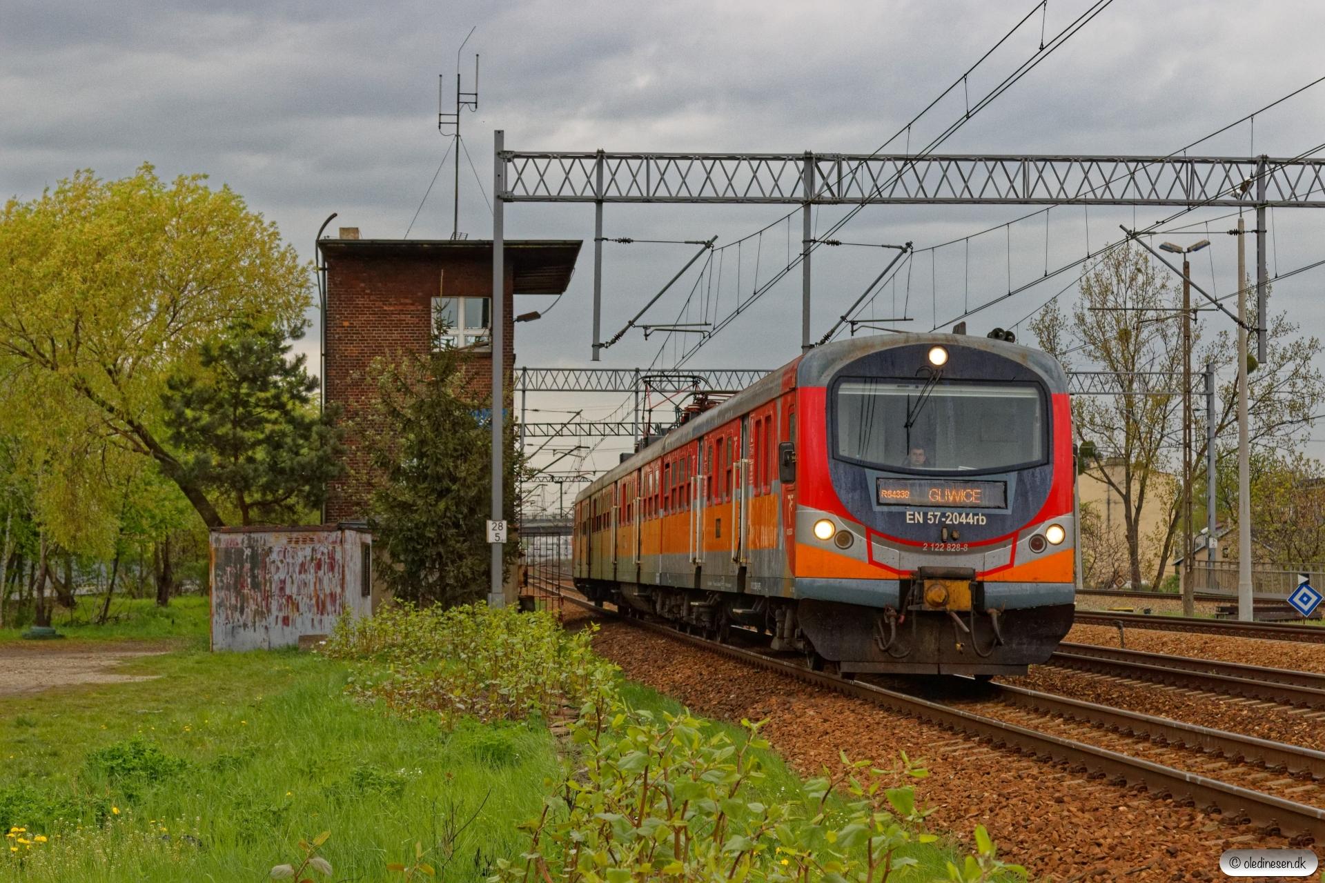 PREG EN57-2044 som R 64338. Szobiszowice 24.04.2019 kl. 17.20.