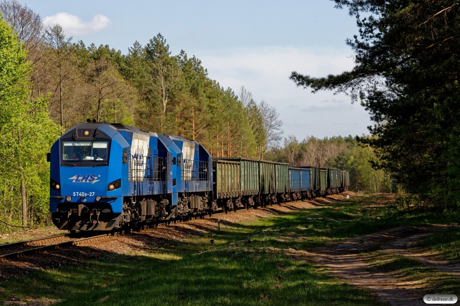 PKPLS ST40s-27+ST40s-26+58 godsvogne. Bukowno Przymiarki 25.04.2019 kl. 15.00.