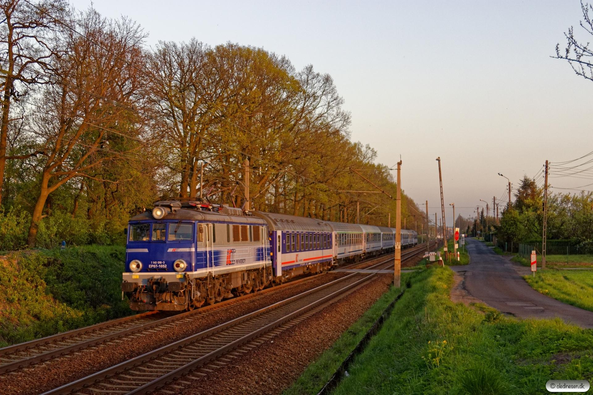 PKPIC EP07-1052 med TLK 45170. Piasek - Kobiór 25.04.2019 kl. 19.22.
