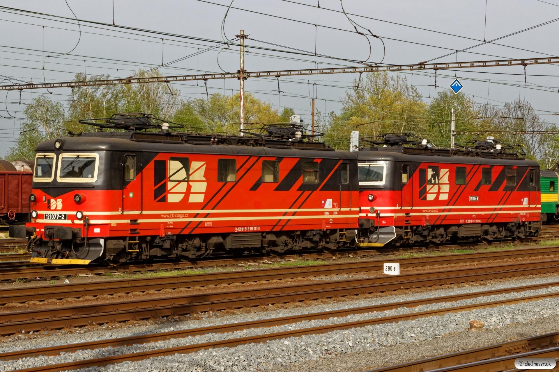 IDS 121 077-2+IDSC 121 084-8. Petrovice u Karviné (Tjekkiet) 26.04.2019 kl. 17.28.