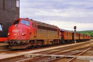 DSB MY 1105+OKMJ A 10+KS C 3+OMB C 16+HTJ C 24+FFJ C 72+HHJ C 25 som P 8013 Vj-Jl. Vejle 05.07.1992.