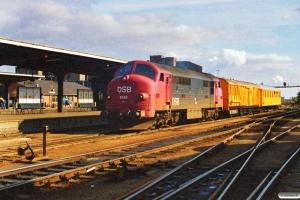 DSB MX 1045+hjælpetog. Odense 01.10.1988.