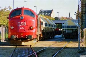 DSB MX 1034 rangerer ved Sukkerkogeriet. Odense 14.10.1989.