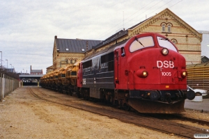 DSB MX 1005 rangerer med sukkervogne på Sukkerkogeriet. Odense 10.12.1989.
