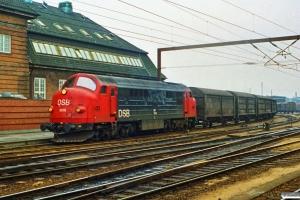 DSB MX 1006 rangerer med G 9356 Od-Gb. Odense 06.03.1991.