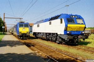 NOB 185 515-4+ABm+Eomdz+Eomdz+Tomz+Tomz+185 516-2 som DPF 88181 Pa-Hamburg Hbf og NOB DE 2700-12 - 1F2 til DPF 88181. Padborg 18.08.2005.