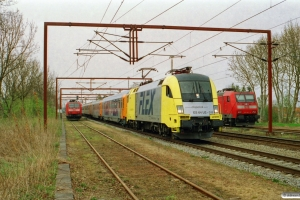 NNVG ES 64 U2-019+Av+AR+Bomz+Bo+Bo+Bo som DFR 84131 Pa-Hamburg Hbf. Padborg 25.04.2003.