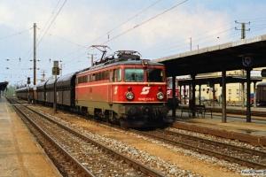 ÖBB 1042 674-0 med kultog. Wiener Neustadt 13.04.1991.