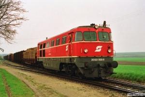 ÖBB 2050 008-8 med godstog. Unter Retzbach 19.04.1991.