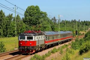 TÅGAB Rc6 1325 med RST 17001. Öxnered - Trollhättan 09.06.2014.
