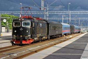 SJ Rc6 1361+7 vogne+Rc6 1382 som RST 861. Uppsala 09.06.2013.