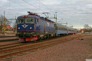 SJ Rc6 1407 med RST 639. Kristinehamn 15.04.2009.