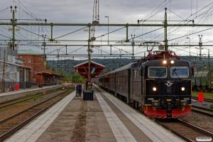 SJ Rc6 1408 med RST 84. Ånge 11.06.2017.