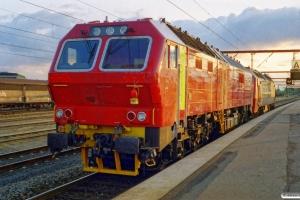 DSB ME 1517+Siemens ME 26-08 (ex. NSB Di6.668) som M 8361 Gb-Ar. Odense 18.05.2000.