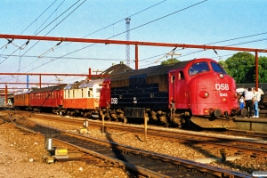 DSB MX 1043+VLTJ ML 12 (nedbrudt)+Bg 095+VLTJ M 6 som P 8668 Od-Re. Odense 18.07.1990.