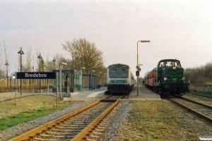 AT MR/D 77 som RA 5049 Es-Tdr og DSB MT 152+SB F 4+AU 253+BHL 401 som PP 6462 Tdr-Es. Bredebro 12.04.2003.