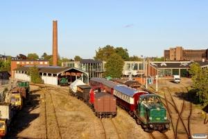 DSB MT 152 skubber VP 161617 ind på Dronning Louises Station. Odense 26.09.2015.
