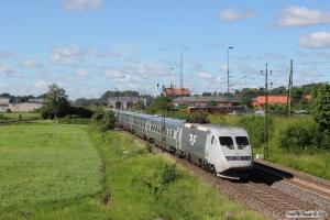 SJ UB2X 2520+5 vogne+SJ X2 2025 som RST 423. Falköping 12.06.2014.