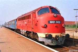 MÁV M61 002 med Tog 9725. Balatonfüred 14.04.1991.