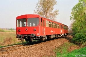 MÁV Bz mot 202+Bzx 50 55 24-28 634-6 som Tog 9742. Nemesgulács-Kisapáti 15.04.1991.