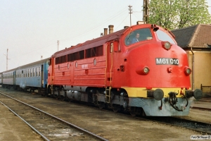 MÁV M61 010 med Tog 9725. Tapolca 16.04.1991.