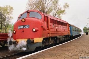 MÀV M61 013 med Tog 9725. Révfülöp 17.04.1991.