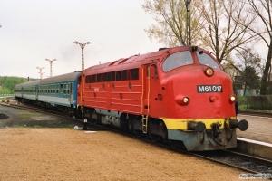 MÁV M61 017 med Ex 950. Révfülöp 17.04.1991.