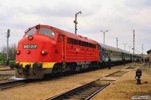 MÀV M61 017 med Ex 955. Tapolca 17.04.1991.