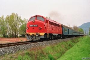 MÀV M61 014 med Tog 9713. Badacsönyörs - Ábrahámhegy 17.04.1991.