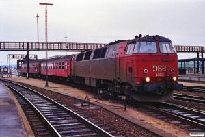DSB MZ 1403 med lokalvogne til IC 151. Nyborg Færge 31.01.1990.