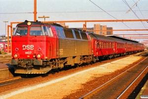 DSB MZ 1407 med IC 151 Kh-Flb. Odense 28.03.1990.