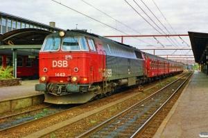 DSB MZ 1443 med P 4059 Kh-Pe. Roskilde 27.09.1990.