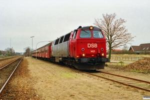 DSB MZ 1421+4 Bn som M 8452 Bj-Hed (VLK sygetog). Hedensted 27.11.1990.