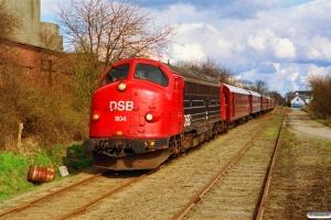 DSB MY 1104+CLE 1672+CL 1630+CL 1589+AU 253+BHL 401+EA 6001 som Rangertræk Tp-Ac. Glamsbjerg 27.03.1993.