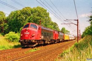 DSB MY 1108+MZ 1428+Hjælpevogn 2+MF 13+MZ 1439+MZ 1442 som M 6145 Gb-Ar. Km 26,8 Ng (Marslev-Odense) 09.07.1994.