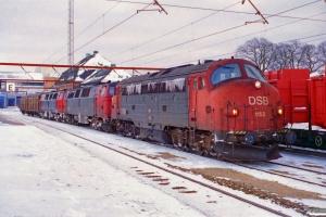 DSB MY 1152+MZ 1412+MZ 1409+2 Hbikks som G 7435 Gb-År. Odense 21.02.1996.
