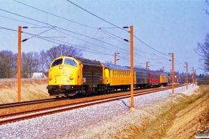 DSB 90 86 00-21 108-4+Målevogn 005+007+006+001 som M 8442 Ng-Pa. Km 73,0 Fa (Vojens-Rødekro) 17.04.1996.