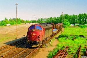 DSB MY 1157 rangerer med vogne til Kommunekemi. Nyborg 28.05.1997.