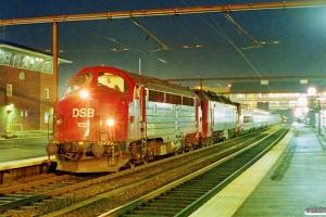 DSB MY 1135+ME 1510+SNCF 43429+43428+43427+43426+43425+43424+43423+43422+43421+43420 som M 6113 Htå-Pa. Odense 15.12.1998.