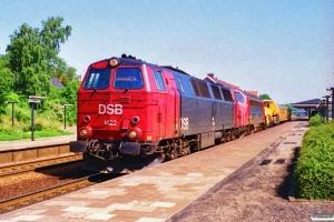 DSB MZ 1422+MY 1146+hjælpetog som M 6103 Ar-Vg. Langå 27.06.1995.