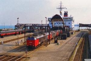 DSB MZ 1454+ME 1533+ME 1528+EA 3017+EA 3007 kører ombord på Kronprins Frederik. Nyborg Færge 16.04.1996.