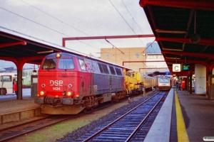 DSB MZ 1424+hjælpetog som M 6122 Ar-Re. Odense 13.11.1996.