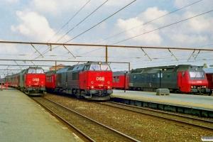 DSB MZ 1452 med RØ 2434 Næ-Ro, MZ 1449 med RØ 8433 Ro-Gt og ME 1501 med RØ 8452 Ro-Rof-Ro. Roskilde 28.06.1997.