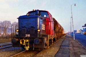 DSB MH 316. Århus Containerhavn 01.12.1995.