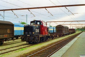 DSB MH 339 med vogne fra G 7281 Ng-Od. Odense 05.06.1998.