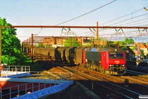 DSB EA 3021 med GP 7585 Gb-Ab. Roskilde 30.05.1997.