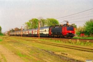 DSB EA 3008+8 SBB vogne+EA 3009 som IC 561 Hgl-Fa. Holmstrup 01.05.2000.